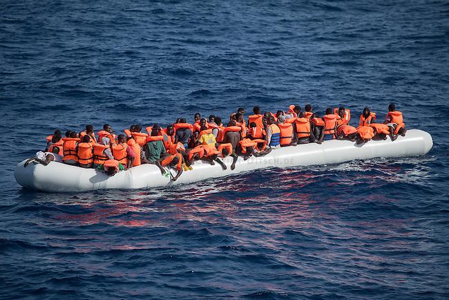 Sea Watch-2.<br /> Die Sea Watch-2 bei ihrer 13. SAR-Mission vor der libyschen Kueste.<br /> Im Bild: Ein ueberfuelltes Schlauchboot mit Gefluechteten. Die Crew der Sea Watch-2 versorgte sie ueber mehrere Stunden mit Wasser, bis sie von der italienischen Kuestenwache geborgen werden konnten.<br /> 22.10.2016, Mediterranean Sea<br /> Copyright: Christian-Ditsch.de<br /> [Inhaltsveraendernde Manipulation des Fotos nur nach ausdruecklicher Genehmigung des Fotografen. Vereinbarungen ueber Abtretung von Persoenlichkeitsrechten/Model Release der abgebildeten Person/Personen liegen nicht vor. NO MODEL RELEASE! Nur fuer Redaktionelle Zwecke. Don't publish without copyright Christian-Ditsch.de, Veroeffentlichung nur mit Fotografennennung, sowie gegen Honorar, MwSt. und Beleg. Konto: I N G - D i B a, IBAN DE58500105175400192269, BIC INGDDEFFXXX, Kontakt: post@christian-ditsch.de<br /> Bei der Bearbeitung der Dateiinformationen darf die Urheberkennzeichnung in den EXIF- und  IPTC-Daten nicht entfernt werden, diese sind in digitalen Medien nach §95c UrhG rechtlich geschuetzt. Der Urhebervermerk wird gemaess §13 UrhG verlangt.]