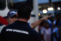 MOGI DAS CRUZES,SP,TERCA-FEIRA,05 DE MARCO DE 2013,GREVE DE MOTORISTAS E COBRADORES EM MOGI DAS CRUZES SP,No inicio desta terca 05,os motoristas e cobradores da empresa Princesa e Breda do transporte publico de Mogi das Cruzes na grande SP entraram em greve por melhores salários e o fim da dupla funcao de motorista que tambem e cobrador em alguns casos,a Policia Militar e a gurada Municipal esteve no local e houve discussao com lideres da categoria,ate agora nenhum confronto com a PM,alguns carros voltaram a trabalhar,FOTO:WARLEY LEITE/BRAZIL PHOTO PRESS
