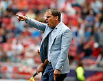 Nederland, Amsterdam, 10 mei 2015<br /> Eredivisie<br /> Seizoen 2014-2015<br /> Ajax-SC Cambuur<br /> Frank de Boer, trainer-coach van Ajax geeft aanwijzingen.
