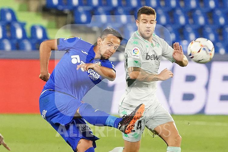 Getafe CF's Nemanja Maksimovic (l) and Real Betis Balompie's Aitor Ruibal during La Liga match. September 29,2020. (ALTERPHOTOS/Acero)
