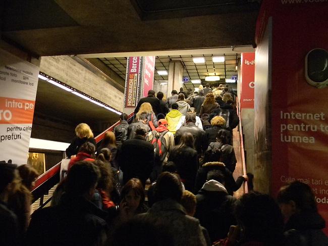 ROUMANIE, Bucarest, station du metro Crangasi, 7.11.2011.  Gens du transport publique. La foule a l'heure de point. © Ioana Constantina/ Florian Iancu