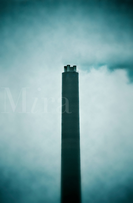 Air pollution from a factory chimeny.