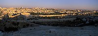 Asie/Israël/Judée/Jérusalem: la Vieille Ville dominée par le Haram el-Chérif vue depuis Mont des Oliviers à l'aube