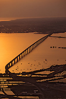 Europe/France/Poitou-Charentes/17/Charente Maritime/Ile d'Oléron: Le pont d'Oléron au soleil couchant - Vue aérienne
