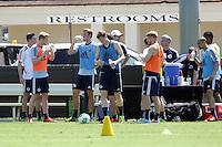 Nationalmannschaft erfrischt sich in der Hitze Floridas