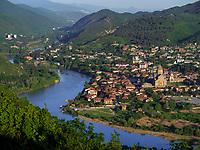 Blick von Jvari über Mzcheta, Zusammenfluss von Kura - Mtkvari und Aragwi, Georgien, Europa<br /> Mzcheta seen from Jvari junction Kura and Aragwi river, Mzcheta, Georgia, Europe