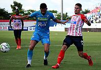 MONTERIA - COLOMBIA, 15-08-2021: Yulian Anchico de Jaguares de Cordoba F.C. y Juan David Rodriguez de Atletico Junior disputan el balón durante partido entre Jaguares de Cordoba F. C. y Atletico Junior de la fecha 5 por la Liga BetPlay DIMAYOR I 2021, en el estadio Jaraguay de Monteria de la ciudad de Monteria. / Yulian Anchico of Jaguares de Cordoba F.C. and Juan David Rodriguez of Atletico Junior vie for the ball during a match between Jaguares de Cordoba F. C. and Atletico Junior, of the 5th date for the Betplay DIMAYOR I 2021 League at Jaraguay de Monteria Stadium in Monteria city. / Photo: VizzorImage / Andres Lopez / Cont.