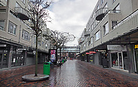Nederland  Amsterdam   2021.  De Amsterdamse Poort. Appartementen boven winkels. Lege straten tijdens Lockdown.       Foto Berlinda van Dam / HH / ANP.
