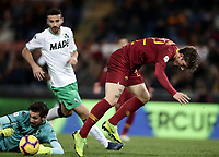 Football, Serie A: AS Roma - US Sassuolo, Olympic stadium, Rome, December 26, 2018. <br /> Roma's Nicolò Zaniolo (r) in action with Sassuolo's goalkeeper Andrea Consigli (l) during the Italian Serie A football match between Roma and Sassuolo at Rome's Olympic stadium, on December 26, 2018.<br /> UPDATE IMAGES PRESS/Isabella Bonotto