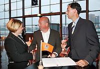 19-9-07, Netherlands, Rotterdam, Daviscup NL-Portugal, Contract ondertekening met De Lamontagne