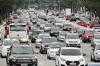 31.08.2020 - Trânsito na avenida Prestes Maia em SP