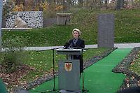 """Auf dem Gelaende des Einsatzfuehrungskommando der Bundeswehr, der Henning-von-Tresckow-Kaserne bei Potsdam, wurde am Samstag den 15. November 2014 ein Ehrenhain zum Gedenken an die im Einsatz verstorbenen Bundeswehrangehoerigen eingeweiht. Zu der Einweihung kamen 700 Gaeste, davon waren 190 Angehoerige Verstorbener.<br /> In dem """"Wald der Erinnerungen"""" sind die Gedenkhaine aus den Einsatzgebieten der Bundeswehr errichtet worden. Zum Teil originalgetreu nachgebildet von den Orten in denen die Bundeswehr eingesetzt war und Angehoerige verstorben sind.<br /> Im Bild: Bundesministerin der Verteidigung Dr. Ursula von der Leyen.<br /> 15.11.2014, Potsdam<br /> Copyright: Christian-Ditsch.de<br /> [Inhaltsveraendernde Manipulation des Fotos nur nach ausdruecklicher Genehmigung des Fotografen. Vereinbarungen ueber Abtretung von Persoenlichkeitsrechten/Model Release der abgebildeten Person/Personen liegen nicht vor. NO MODEL RELEASE! Don't publish without copyright Christian-Ditsch.de, Veroeffentlichung nur mit Fotografennennung, sowie gegen Honorar, MwSt. und Beleg. Konto: I N G - D i B a, IBAN DE58500105175400192269, BIC INGDDEFFXXX, Kontakt: post@christian-ditsch.de<br /> Urhebervermerk wird gemaess Paragraph 13 UHG verlangt.]"""