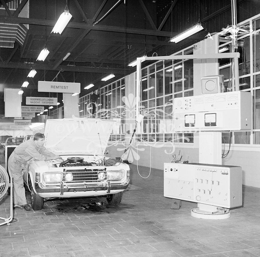 April 1971.  Ford fabriek.