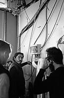 """Milano, un collettivo di """"Lavoratori dell'Arte e dello Spettacolo"""" occupa un edificio inutilizzato, la Torre Galfa, per dare vita a un nuovo centro per le arti e la cultura chiamato MACAO. Ripristino della corrente elettrica --- Milan, a collective of """"Arts and Entertainment Workers"""" occupy an unused building, the Galfa Tower, in order to create a new centre for arts and culture called MACAO. Re-enabling electricity"""