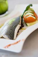 """Europe/France/Bretagne/56/Morbihan/ Carnac : Filet de bar  roti aux Grillalgues  ,gratin de tomates  recette Dominique Mauge chef du restaurant """"Secret de cuisine """"au Novotel"""