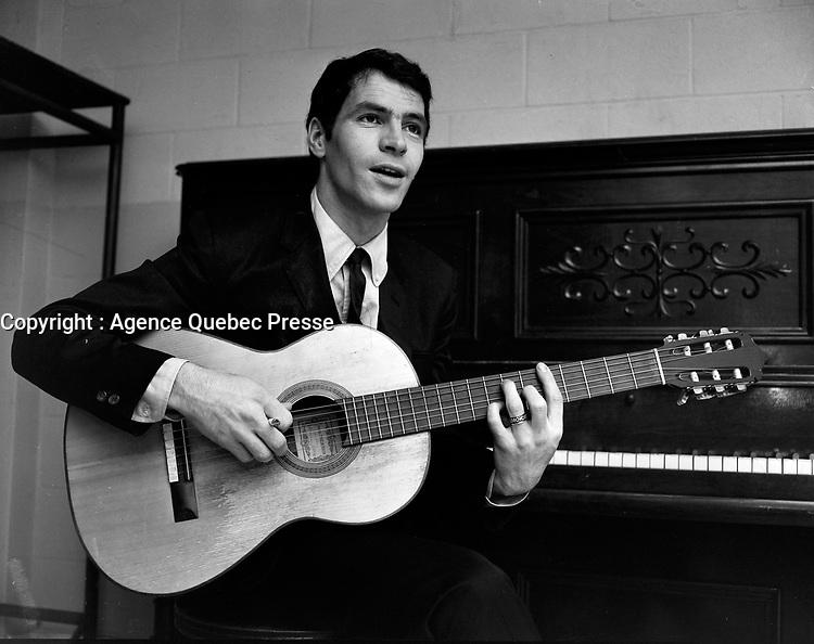 Sujet : Claude Gauthier<br /> Date : 3 décembre 1965<br /> <br /> Photographe : Photo Moderne<br />  © Agence Québec Presse