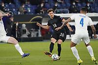 Leon Goretzka (Deutschland Germany) zieht ab gegen Victor Palsson (Island Iceland) - 25.03.2021: WM-Qualifikationsspiel Deutschland gegen Island, Schauinsland Arena Duisburg