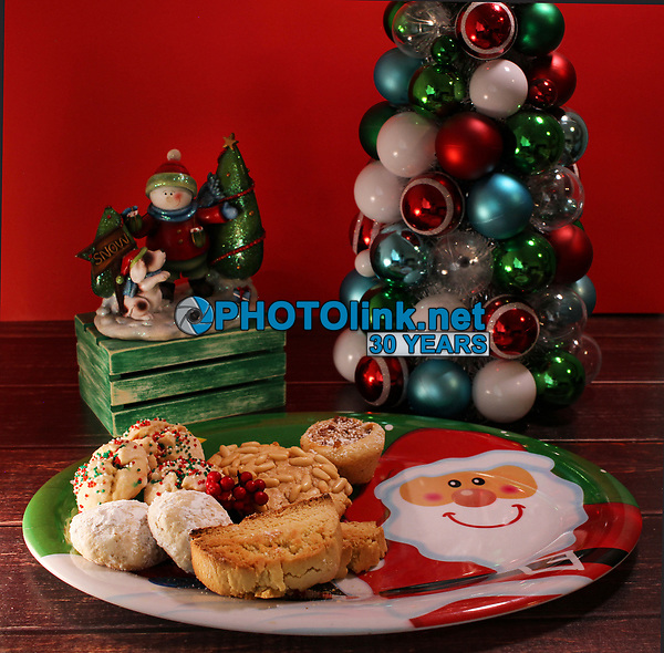 Santa Plated Cookies<br /> TableTopPhotoShop.com<br /> A division of http://PHOTOlink.net<br /> Photographed by Adam Scull/PHOTOlink<br /> Food designed by Franco Steveson