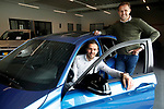 Foto: VidiPhoto<br /> <br /> VEENENDAAL – Autobedrijf De Groot handelt voornamelijk in occassions en heeft een vestiging in zowel Veenendaal als Rhenen. De twee broers Jan (r) en Gerrald vormen samen de directie van het bedrijf.