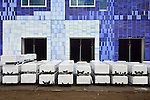 UTRECHT - Op het Utrechtse universiteitsterrein De Uithof is bouwbedrijf Waal uit Vlaardingen begonnen met de bouw van studentencomplex Johanna. In opdracht van de landelijke studentenhuisvester SSH ontwierp het Groningse architectenbureau Onix een 19 etages hoge Student Cloud' waarbij prefab ingemetselde blauwe getinte tegels de gevelbekleding vormen. Het complex gaat ruimte bieden aan 655 studentenwoningen en moet volgend jaar rond de zomer klaar zijn. COPYRIGHT TON BORSBOOM