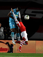 BOGOTÁ-COLOMBIA, 04-04-2019: Fáider Burbano de Independiente Santa Fe, disputa el balón con Jhon García de Jaguares F.C., durante partido de la fecha 13 entre Independiente Santa Fe y Jaguares F.C., por la Liga Águila I 2019, en el estadio Nemesio Camacho El Campin de la ciudad de Bogotá. / Faider Burbano of Independiente Santa Fe struggles for the ball with Jhon Garcia of Jaguares F.C., during a match of the 13th date between Independiente Santa Fe and Jaguares F.C., for the Aguila Leguaje I 2019 at the Nemesio Camacho El Campin Stadium in Bogota city, Photo: VizzorImage / Luis Ramírez / Staff.