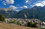 Schweiz, Graubuenden, Unterengadin, Bergdorf Sent vor den Engadiner Dolomiten | Switzerland, Graubuenden, Lower Engadin, mountain village Sent with Engadin Dolomites