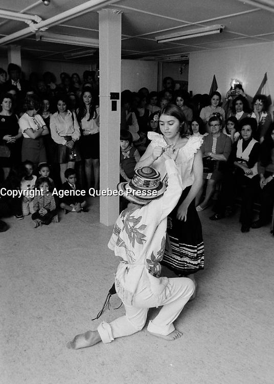 Soiree dansante avec des immigrants,<br /> Fevrier 1972,<br /> Date exacte inconnue<br /> <br /> PHOTO : Agence Quebec Presse