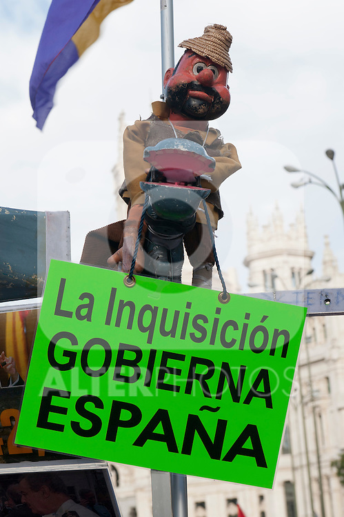 """Expression of the Spanish trade unions against cuts and closures of public services.Banner with the slogan """"The Inquisition in Spain governs""""..(Alterphotos/Ricky)"""