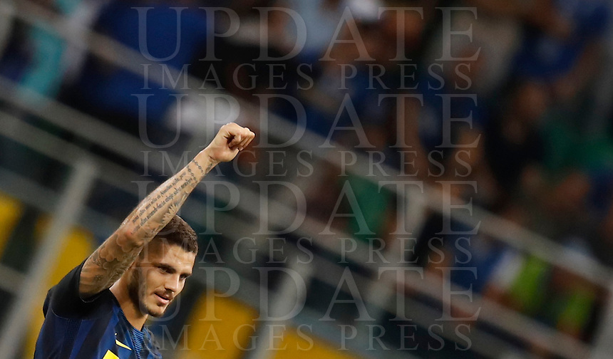 Calcio, Serie A: Inter vs Juventus. Milano, stadio San Siro, 18 settembre 2016.<br /> Inter's Mauro Icardi celebrates after scoring during the Italian Serie A football match between FC Inter and Juventus at Milan's San Siro stadium, 18 September 2016.<br /> UPDATE IMAGES PRESS/Isabella Bonotto