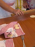 Russinische Küche, Herstellen von Teigtaschen, Ruski Krstur, Vojvodina, Serbien, Europa<br /> Ruthenian Cuisine, dumplings, Ruski Krstur, Vojvodina, Serbia, Europe