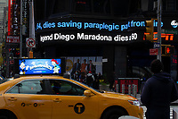 NEW YORK, UNITED STATES - NOVEMBER 25: A billboard displays the announcement in Times Square as Argentine soccer legend Diego Maradona died at the age of 60, his spokesman announced on November 25 2020 in New York (Photo by Eduardo Munoz/VIEWpress via Getty Images)