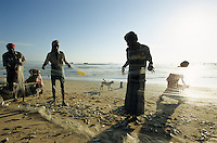 INDIA, Little Andaman, coast fisherman / INDIEN, Andamanen, Kuestenfischer