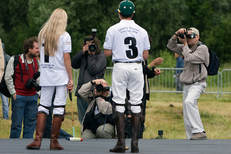 Gorky 2, Moscow Region, Russia, 01/07/2005..The rules of polo are explained to Russian media and spectators before the beginning of  the Russian Polo Cup 2006, organised by the Russian Federation of Polo Players.
