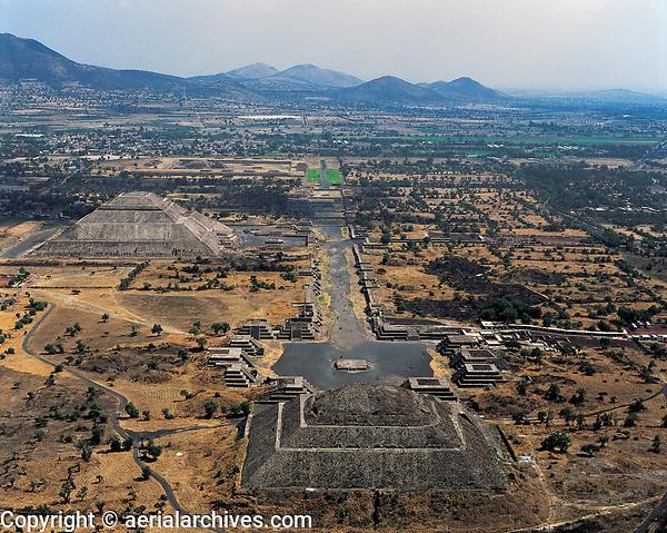 aerial photograph of Teotihuacan, Mexico | fotografía aérea de Teotihuacan, México