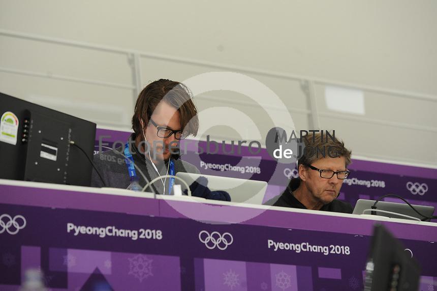 OLYMPIC GAMES: PYEONGCHANG: 16-02-2018, Gangneung Oval, Long Track, 5.000m Ladies, Erik van Lakerveld en John Volkers (Volkskrant), ©photo Martin de Jong