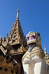 Myanmar, (Burma), Yangon Region, Rangoon: Chinthe statue at southern entrance to the Shwedagon pagoda | Myanmar (Birma), Yangon-Division, Rangun: Chinthe Statue (loewenaehnliche Figur) am suedlichen Eingang der Shwedagon Pagode