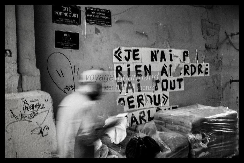 Europe/Ile de France/ 75011/Paris :  Graffiti Désespoir Cité Popincourt // Europe / Ile de France / 75011 / Paris: Graffiti Despair Cité Popincour