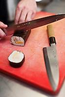 Europe/France/Rhône-Alpes/74/Haute Savoie/Morzine: Restaurant: Le Chalet  Philibert -  Lionel Cotentin prépare ses Makis tièdes de foie gras et gambas