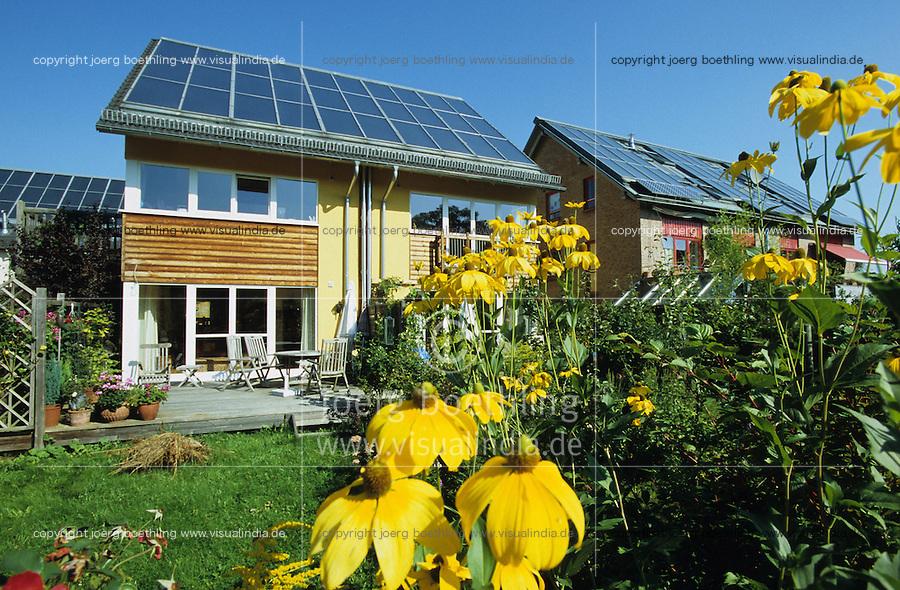 GERMANY Hamburg, houses with solar thermal collector for heating and warm water / DEUTSCHLAND Hamburg Bramfeld, Solarsiedlung Karlshoehe , Reihenhaeuser mit Solarkollektoren zum Heizen und fuer Warmwasserversorgung - Bürgerenergie, Buergerenergie