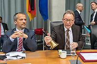 """Oeffentliche Anhoerung des Gesundheitsausschuss des Deutschen Bundestag am Mittwoch den 18. April 2018 zum Thema """"Verbindliche Personalbemessung in den Krankenhaeusern durchsetzen"""".<br /> Abgeordnete der Oppositionsparteien Buendnis 90/Die Gruenen und der Linkspartei haben Antraege fuer eine verbindliche Personalbemessung und mehr Pflegepersonal in Krankenhaeusern und gegen den Pflegenotstand in der Altenpflege eingebracht.<br /> Zu der Anhoerung waren eingeladen die Verbaende und Institutionen: Aktionsbuendnis Patientensicherheit e.V. (APS), Bundesarbeitsgemeinschaft der Freien Wohlfahrtspflege e.V. (BAGFW), Bundesverband Deutscher Privatkliniken e. V. (BDPK), Bundesverband privater Anbieter sozialer Dienste e. V. (bpa), Deutsche Krankenhausgesellschaft e.V. (DKG), Deutsche Stiftung Patientenschutz, Deutscher Pflegerat e.V. (DPR), Deutsches Institut fuer angewandte Pflegeforschung e. V. (DIP), GKV-Spitzenverband, ver.di -Vereinte Dienstleistungsgewerkschaft Bundesvorstand, Verbraucherzentrale Bundesverband e.V. (vzbv) und die Einzelsachverstaendigen:, Prof. Dr. Astrid Elsbernd, Prof. Dr. Stefan Gress, Alexander Jorde, Prof. Dr. Gabriele Meyer, Dr. Jochen Pimpertz, Prof. Dr. Heinz Rothgang.<br /> Im Bild vlnr.: Michael Hennrich, CDU, und der Ausschussvorsitzende Erwin Rueddel, CDU.<br /> 18.4.2018, Berlin<br /> Copyright: Christian-Ditsch.de<br /> [Inhaltsveraendernde Manipulation des Fotos nur nach ausdruecklicher Genehmigung des Fotografen. Vereinbarungen ueber Abtretung von Persoenlichkeitsrechten/Model Release der abgebildeten Person/Personen liegen nicht vor. NO MODEL RELEASE! Nur fuer Redaktionelle Zwecke. Don't publish without copyright Christian-Ditsch.de, Veroeffentlichung nur mit Fotografennennung, sowie gegen Honorar, MwSt. und Beleg. Konto: I N G - D i B a, IBAN DE58500105175400192269, BIC INGDDEFFXXX, Kontakt: post@christian-ditsch.de<br /> Bei der Bearbeitung der Dateiinformationen darf die Urheberkennzeichnung in den EXIF- und  IPTC-Daten nicht entfer"""