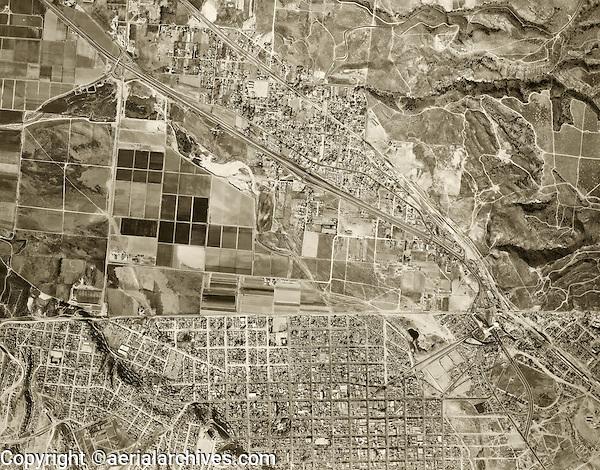 historical aerial photograph Mexican American border at Tijuana, Mexico and San Ysidro, California, 1966 | fotografía aérea histórica de la frontera México-Americana en Tijuana, México 1966
