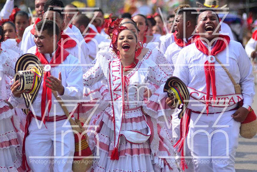 BARRANQUILLA - COLOMBIA, 02-03-2019: Un grupo de participantes disfrazados con trajes tradicionales animan la fiesta durante el desfile Batalla de Flores del Carnaval de Barranquilla 2019, patrimonio inmaterial de la humanidad, que se lleva a cabo entre el 2 y el 5 de marzo de 2019 en la ciudad de Barranquilla. / A group of participants with a traditional customs cheer the party during the Batalla de las Flores as part of the Barranquilla Carnival 2019, intangible heritage of mankind, that be held between March 2 to 5, 2019, at Barranquilla city. Photo: VizzorImage / Alfonso Cervantes / Cont.