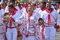 BARRANQUILLA - COLOMBIA, 02-03-2019: Un grupo de participantes disfrazados con trajes tradicionales animan la fiesta durante el desfile Batalla de Flores del Carnaval de Barranquilla 2019, patrimonio inmaterial de la humanidad, que se lleva a cabo entre el 2 y el 5 de marzo de 2019 en la ciudad de Barranquilla. / A group of participants with a traditional customs cheer the party during the Batalla de las Flores as part of the Barranquilla Carnival 2019, intangible heritage of mankind, that be held between March 2 to 5, 2019, at Barranquilla city. Photo: VizzorImage / Alfonso Cervantes / Cont.