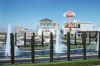 Las Vegas: Caesar's Palace grounds from Pedestrian Belt. Photo '79.