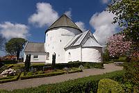 Romanische Rundkirche Nylars Kirke (12.Jh.) auf der Insel Bornholm, Dänemark, Europa<br /> Romanesque round church Nylars Kirke (12.c.), Isle of Bornholm Denmark