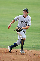 April 15, 2009:  Second Baseman Damon Sublett of the Tampa Yankees, Florida State League Class-A affiliate of the New York Yankees, during a game at Space Coast Stadium in Viera, FL.  Photo by:  Mike Janes/Four Seam Images
