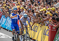 Fernando Gaviria (COL/Quick Step Floors) wins the sprint of the first stage and takes the Yellow Jersey, Green Jersey and White Jersey. All in his very first stage ever in The Tour...<br /> <br /> Stage 1: Noirmoutier-en-l'Île > Fontenay-le-Comte (189km)<br /> <br /> Le Grand Départ 2018<br /> 105th Tour de France 2018<br /> ©kramon