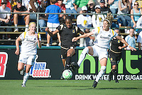 FC Gold Kandace Wilson splits LA Sol's Katie Larkin, left, and Lisa Sari, right. LA Sol 2-0, over FC Gold, Sunday, May 24, 2009, at Buck Shaw Stadium, in Santa Clara, California.