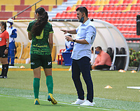 BUCARAMANGA-COLOMBIA,9-11-2020:Hector Rodríguez director técnico del Atlético Bucaramanga femenino.Real San Andrés y Atlético Bucaramanga en partido por la fecha 4 de la Liga femenina BetPlay DIMAYOR I 2020 jugado en el estadio Alfonso López de la ciudad de Bucaramanga. /Hector Rodriguez coach of Atletico Bucaramanga women´s.Real San Andres and Atletico Bucaramanga in match for the date 4 BetPlay DIMAYOR women´s  League I 2020 played at Alfonso Lopez stadium in Bucaramanga city. Photo: VizzorImage/ Jaime Moreno / Contribuidor