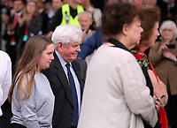Pictured: Prys Morgan (C) the brother of Rhodri Morgan with wife Julie (R) and other relatives Wednesday 31 May 2017<br />